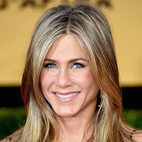 Jennifer Aniston Age, Friends, Relationship and Full Bio